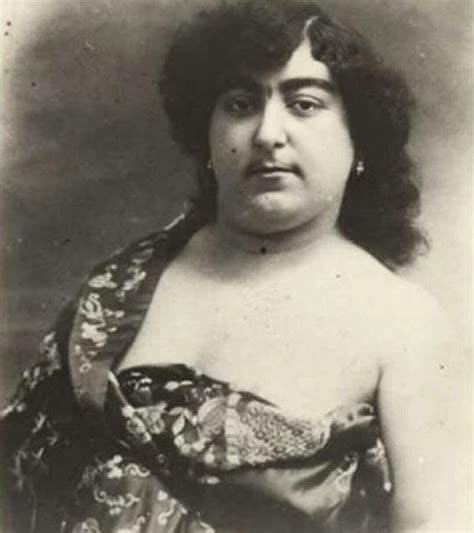 13 Men Died for Her Love: Pictures of Persian Princess, the Beauty Symbol in 19th Century