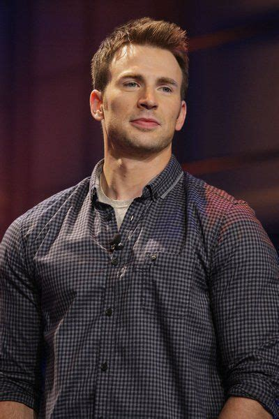 75+ Chris Evans Handsome Wallpapers And Latest Photos